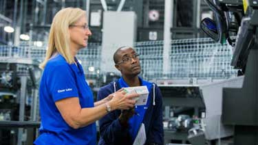 Image Showing Two McKesson Employees in the Distribution Center